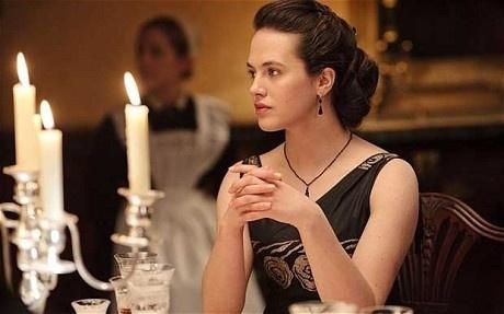 """Em """"Downton Abbey"""", Lady Sybil (Jessica Brown Findlay), uma das filhas do conde (Hugh Bonneville) e da condessa de Grantham (Elizabeth McGovern) morre de eclâmpsia"""
