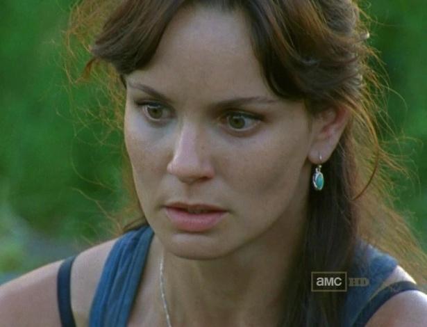"""Lori (Sarah Wayne Callies) morre no início da terceira temporada de """"The Walking Dead"""" após entrar em trabalho de parto em uma prisão cheia de zumbis."""