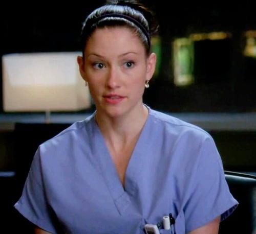 """No fim da 8ª temporada de """"Grey´s Anatomy"""", Shonda Rhimes de derrubou um avião com os seus médicos protagonistas e matou Lexie (Chyler Leigh) porque a atriz iria sair da série"""