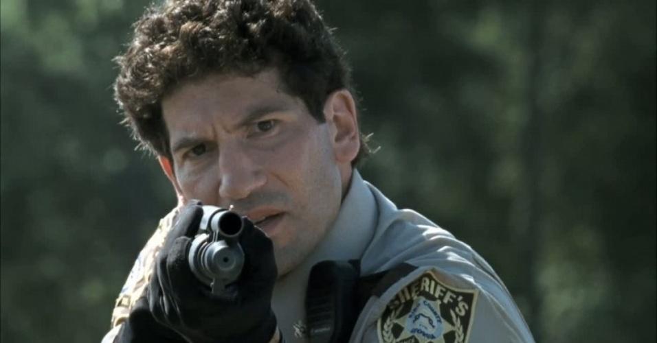 Shane (Jon Bernthal) é morto a facadas por Rick (Andrew Lincoln) logo após descobrir que ele teve um caso com Lori (Sarah Wayne Callies)