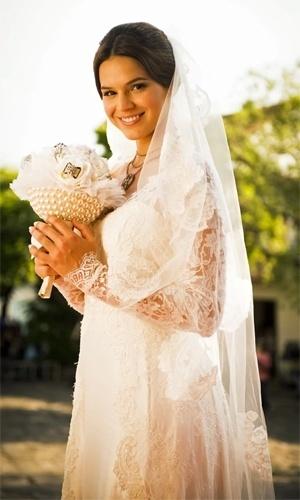 Atriz Bruna Marquezine vestida de noiva para a novela