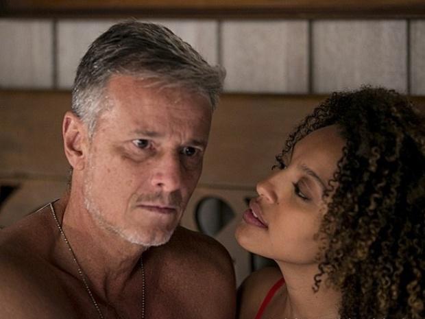 """Em """"Além do Horizonte"""", pensa em Celina e estraga clima de romance com Keila"""