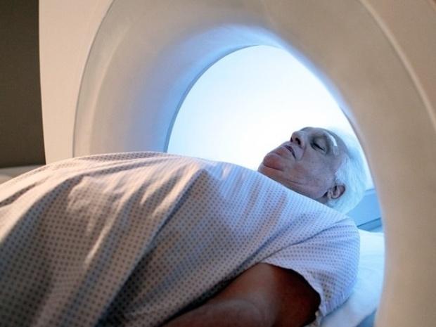 """Em """"Amor à Vida"""", médicos não encontram problemas na visão de César"""