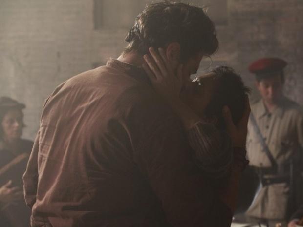 """Em """"Amor à Vida"""", Toni vai buscar Gaia no porto e lituana beija italiano"""