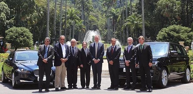 Cúpula da Jaguar Land Rover e autoridades do governo do RJ assinaram termo para construção da fábrica - Divulgação