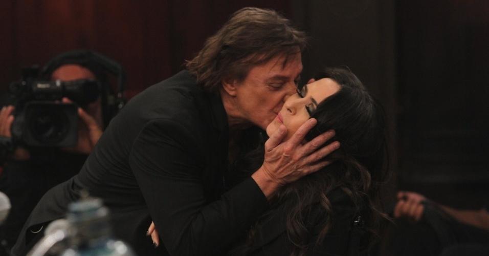5.dez.2013 - Fábio Jr. dá beijão na bochecha de Tatá Werneck após ela dizer que gostava dele quando nova