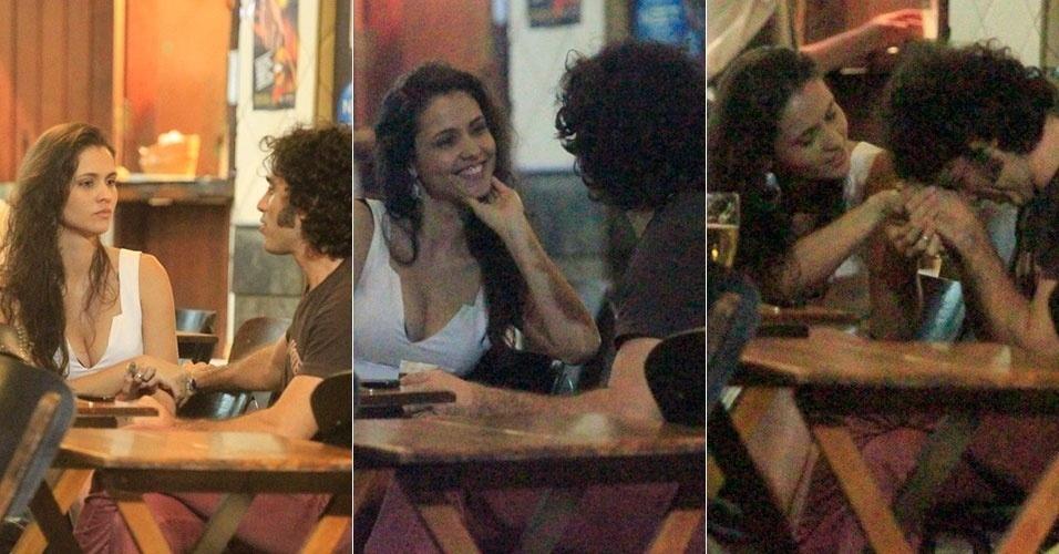 5.dez.2013 - O ator Eriberto Leão janta com amiga em bar no Leblon, na Zona Sul do Rio de Janeiro