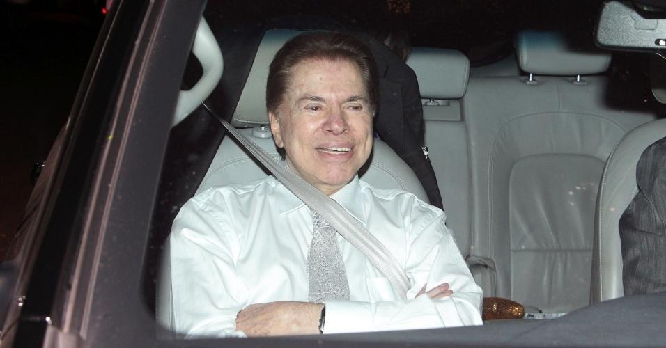 6.dez.2013 - Silvio Santos é clicado ao chegar para o casamento de sua filha, Silvia Abravanel