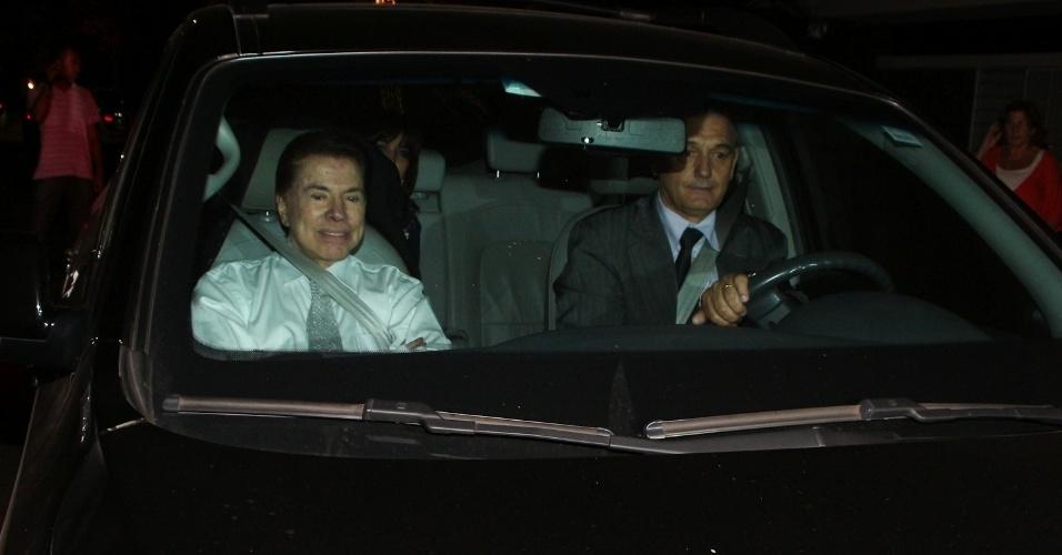 6.dez.2013 - Silvio Santos e Íris Abravanel chegam para o casamento de Silvia e o cantor Edu Pedroso