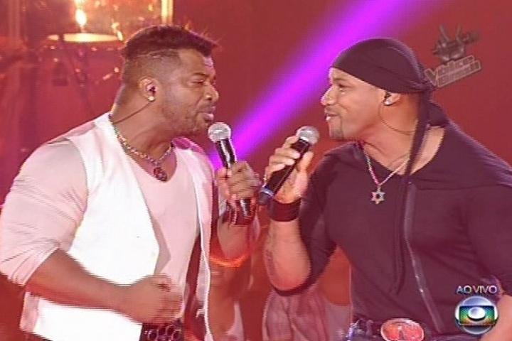 """Do time de Carlinhos Brown, a dupla Angelo e Ângel cantou """"Te Amo Cada Vez Mais"""", sucesso de Daniel. Eles deixaram a competição"""