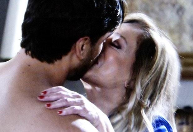 """Em """"Amor à Vida"""", Pilar tem noite de amor com Jacques"""