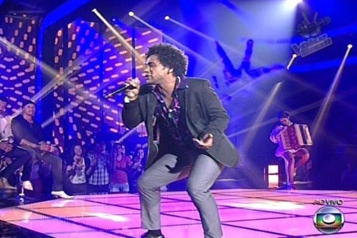 """Heverton Castro, do time de Carlinhos Brown, cantou """"Sexual Healing"""", de Marvin Gaye. Ele deixou a competição"""