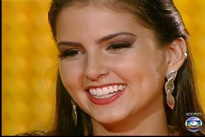 "Marcela Bueno cantou ""Amor de Índio"", sucesso de Beto Guedes. Ela permanece na disputa"