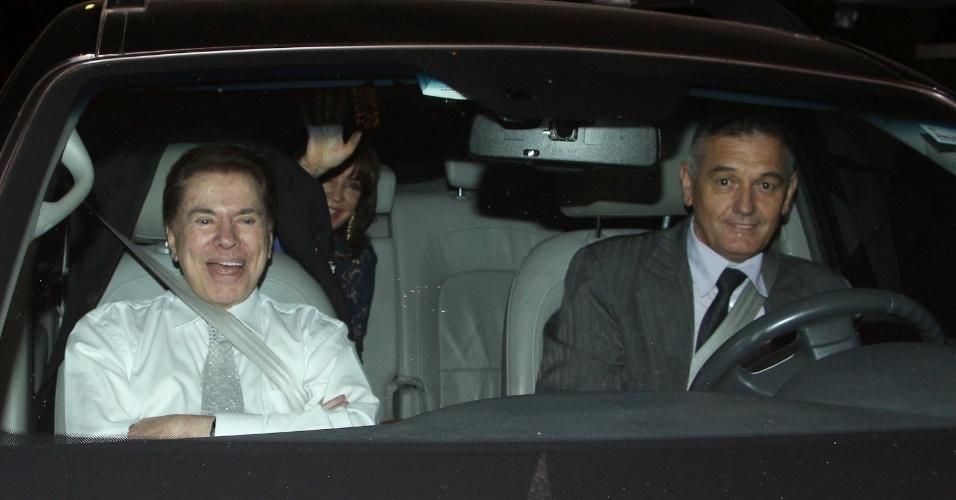 Silvio Santos e Íris Abravanel chegam para o casamento de Silvia e o cantor Edu Pedroso