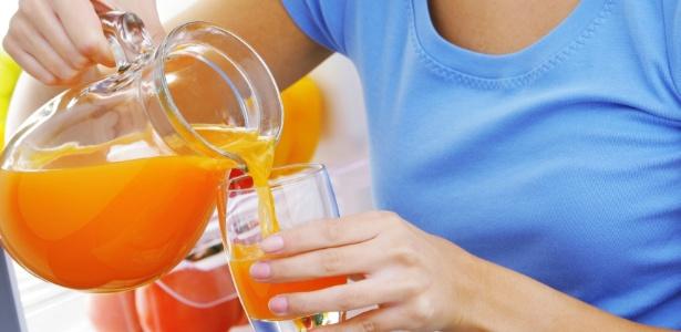 Para fazer efeito, é preciso começar a tomar os sucos com betacaroteno cerca de um mês antes da exposição solar - Thinkstock