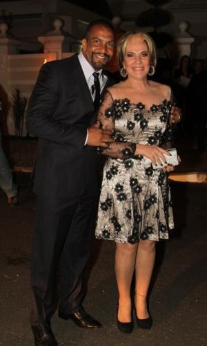 6.dez.2013 - Lucimara Parisi vai com o marido ao casamento de Silvia Abravanel