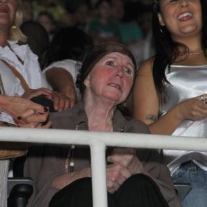 """Dona Alda na plateia do show """"Natal Mágico da Xuxa"""", em 2013"""