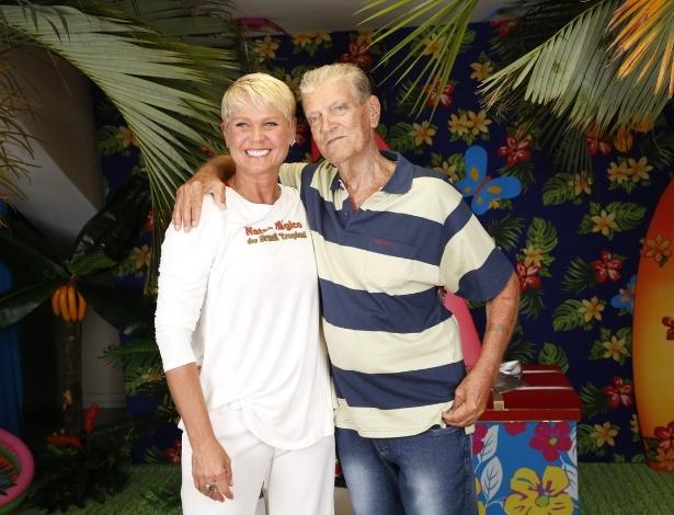 """7.dez.2013 - Luiz Floriano, pai de Xuxa, prestigiou o show """"Natal Mágico da Xuxa"""" no estádio do Maracanãzinho, no Rio"""