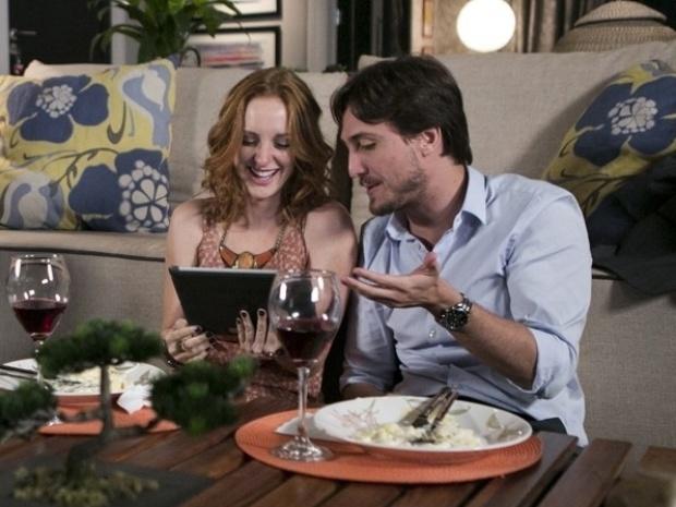 """Em """"Além do Horizonte"""", Priscila se empolga ao reencontrar Marcelo e deixa Álvaro irritado"""