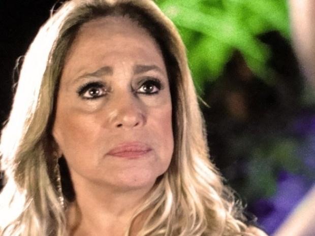 """Em """"Amor à Vida"""", Pilar expulsa Jacques de casa e encontra conforto nas palavras de Maciel"""