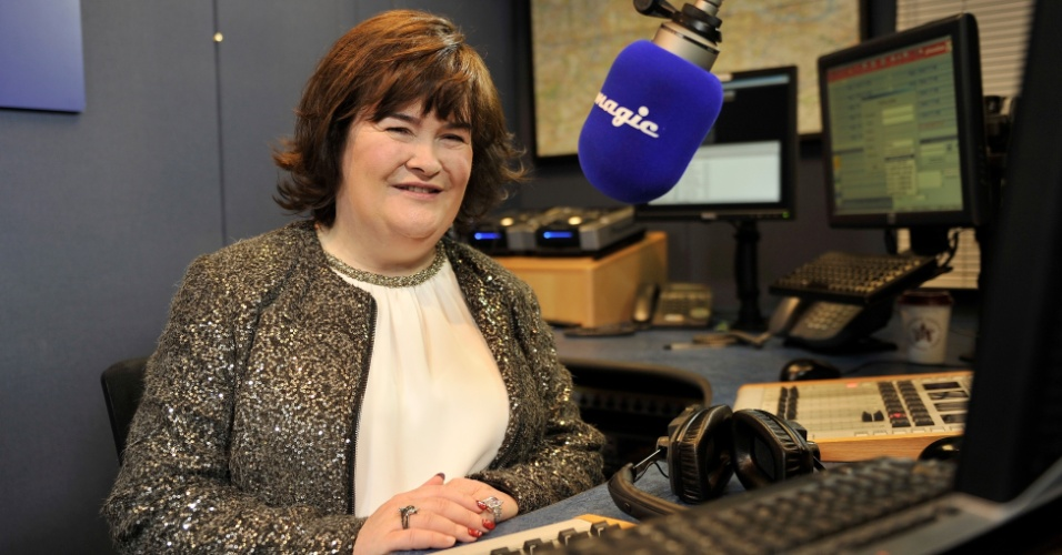 12.nov.Susan Boyle no estúdio da rádio Magic FM no especial de Natal em Londres