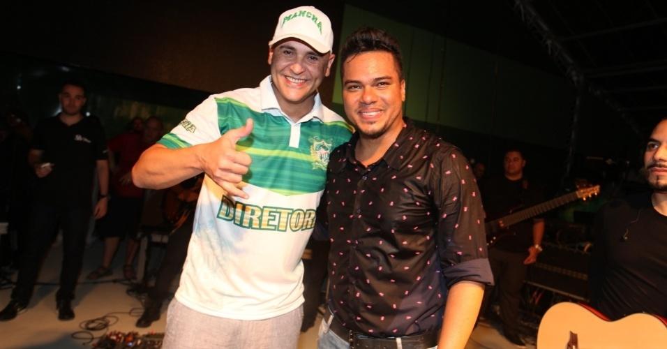 7.dez.2013 - Marcos e Sorriso, vocalista do Sorriso Maroto, posam juntos no evento de 13 anos da Mancha Verde, em São Paulo