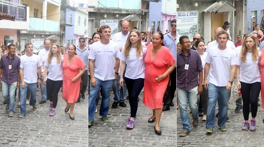 8.dez.2013 - Luciano Huck participou da inauguração de uma creche na comunidade do Vidigal, no Rio