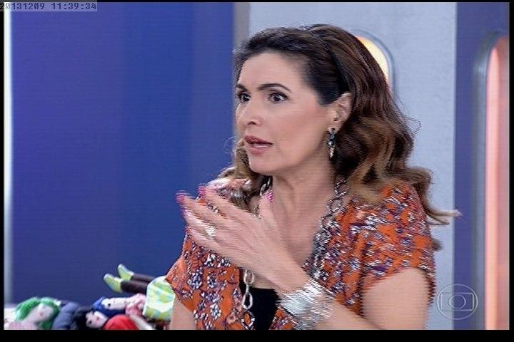 Daniela Mercury deixa Fátima sem graça ao sugerir beijo em Giovanna Antonelli