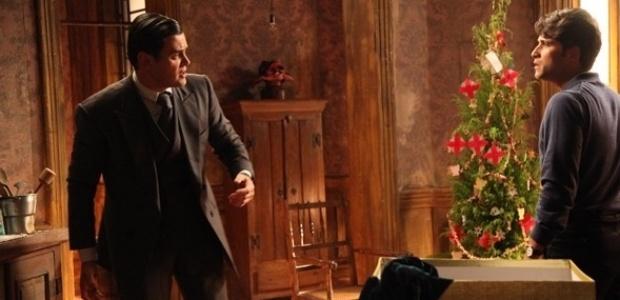 """Em """"Joia Rara"""", Franz dá soco em Manfred ao vê-lo se aproximar de Amélia"""
