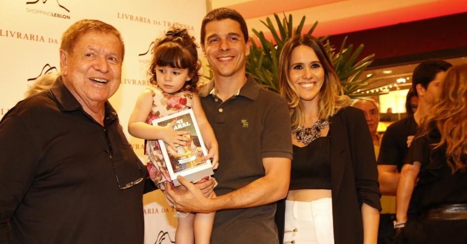 10.dez.2013- Boni com Diogo Boni, Fernanda Pontes e a filha, Malu
