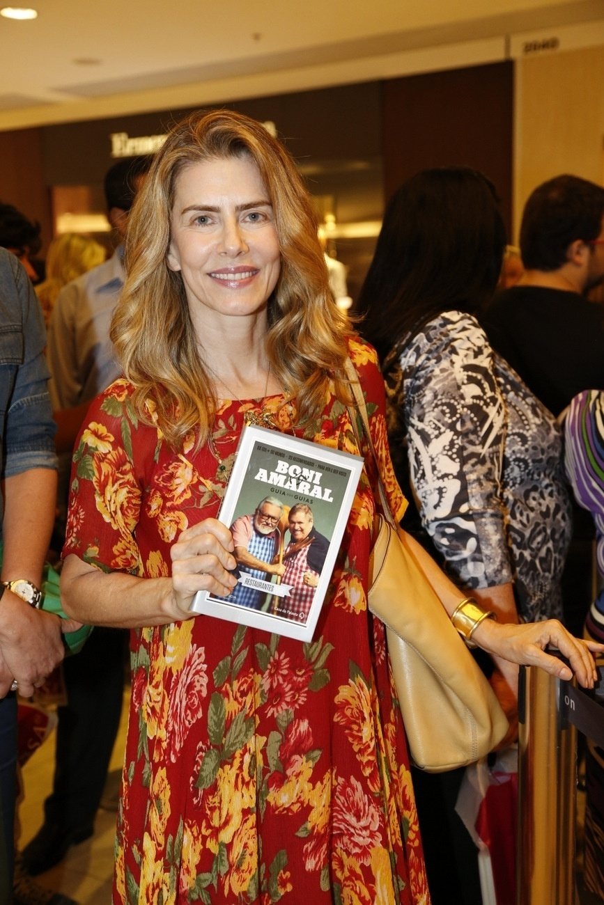 10.dez.2013- Maitê Proença prestigia lançamento do livro