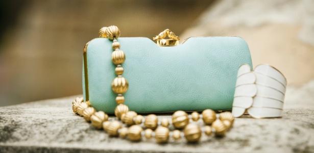 Joias e bijuterias antigas nunca saem de moda e podem compor looks descontraídos - Thinkstock