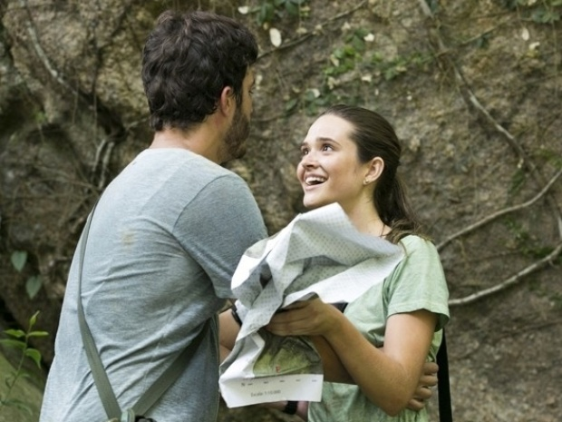 """Em """"Além do Horizonte"""", Lili se desespera ao ver sapo, mas William a ajuda"""