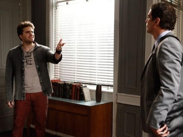 """Em """"Amor à Vida"""", Niko ameaça Eron e diz que irá tirar o bebê dele custe o que custar"""