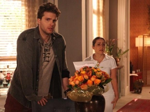 """Em """"Amor à Vida"""", Niko fica desesperado ao ver que Fabrício sumiu"""