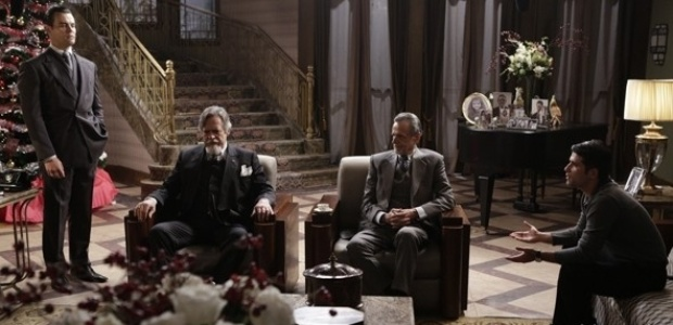 """Em """"Joia Rara"""", Ernest é obrigado a vender suas ações"""