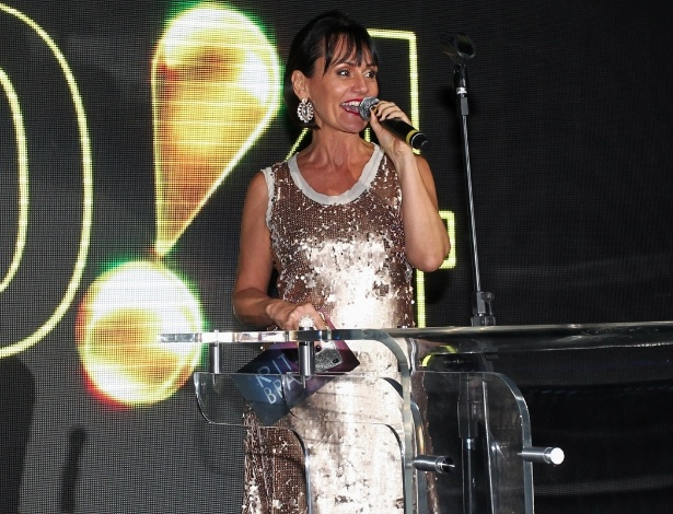 10.dez.2013 - A apresentadora Faa Morena prestigia a festa de fim de ano da Rede TV!, em São Paulo. O evento lançou a programação 2014, com coquetel, DJ Magui do Sirena e todo o casting do canal