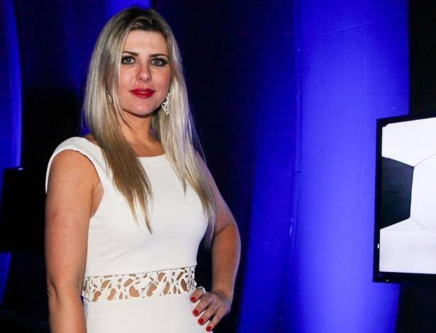 10.dez.2013 - Iris Stefanelli vai à festa de fim de ano da Rede TV!, em São Paulo. O evento lançou a programação 2014, com coquetel, DJ Magui do Sirena e todo o casting do canal