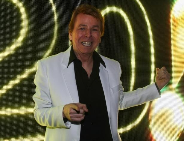 10.dez.2013 - O apresentador Nelson Rubens prestigia a festa de fim de ano da Rede TV!, em São Paulo. O evento lançou a programação 2014, com coquetel, DJ Magui do Sirena e todo o casting do canal