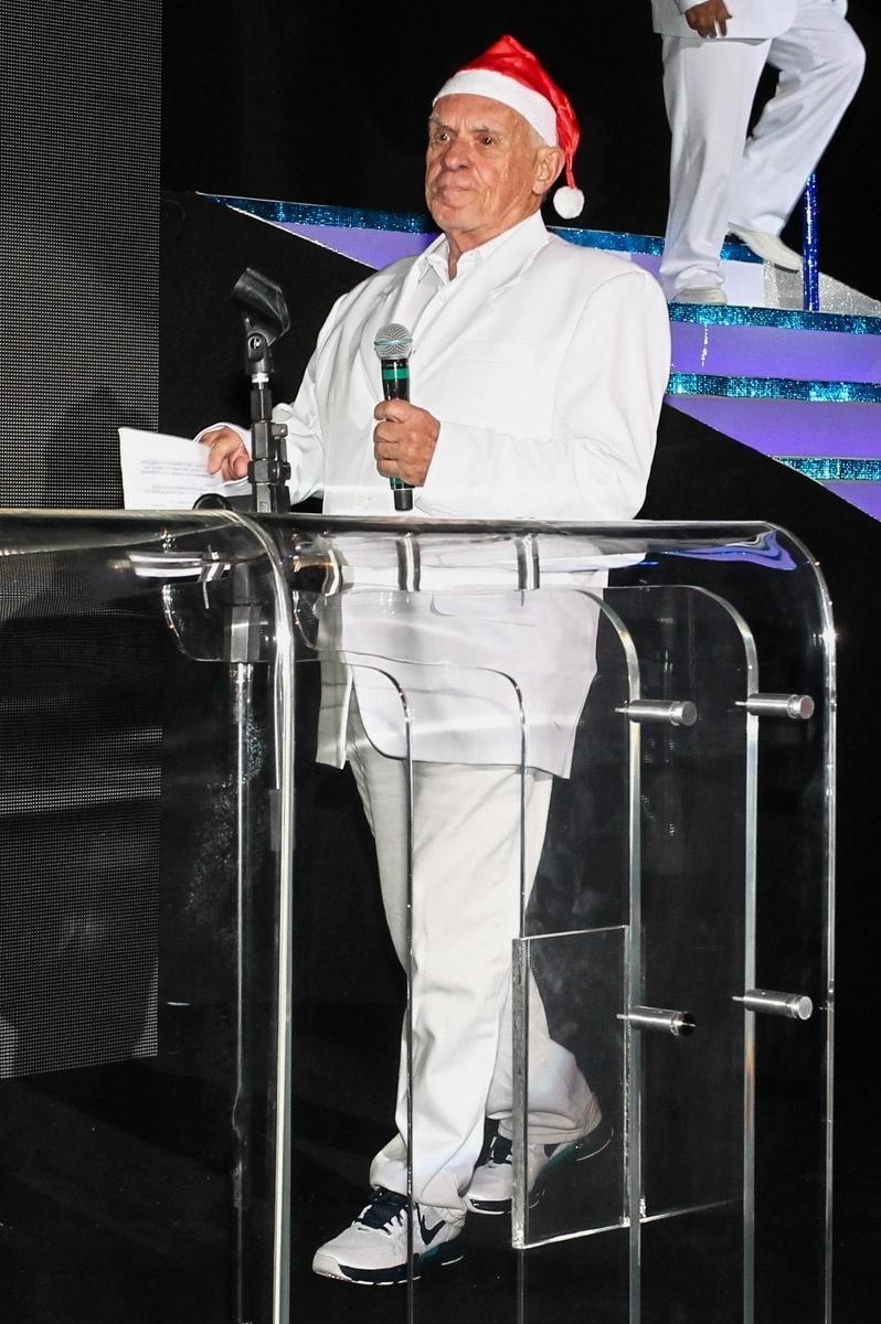 10.dez.2013 - Silvio Luiz prestigia a festa de fim de ano da Rede TV!, em São Paulo. O evento lançou a programação 2014, com coquetel, DJ Magui do Sirena e todo o casting do canal