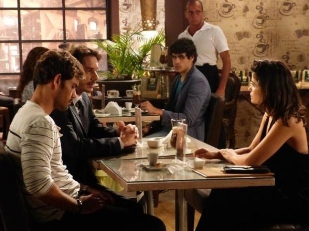 """Em """"Amor à Vida"""", Aline consegue advogado para transferir os bens de César para seu nome"""