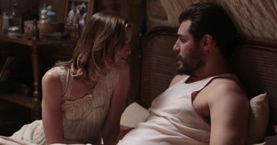"""Em """"Joia Rara"""", Toni diz a Hilda que nada mudou com a volta de Gaia"""