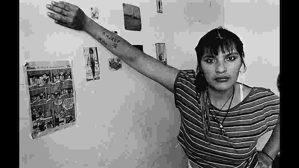 Obra 'Sem Titulo', da Série Mujeres Presas, realizada entre 1991 e 1993, pela fotógrafa argentina Adriana Lestido - ©Adriana Lestido/Coleção da Fundação Cartier para Arte Contemporânea