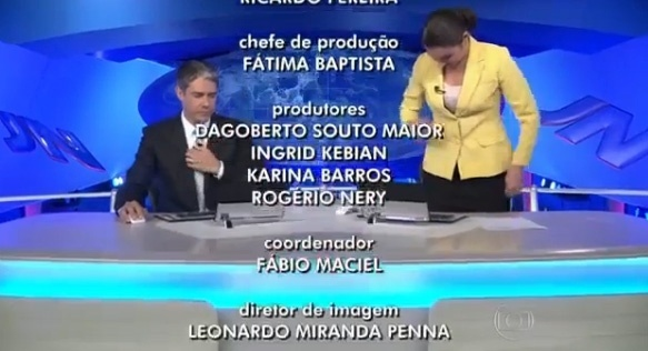 Patricia Poeta se levanta antes da hora no final do Jornal Nacional