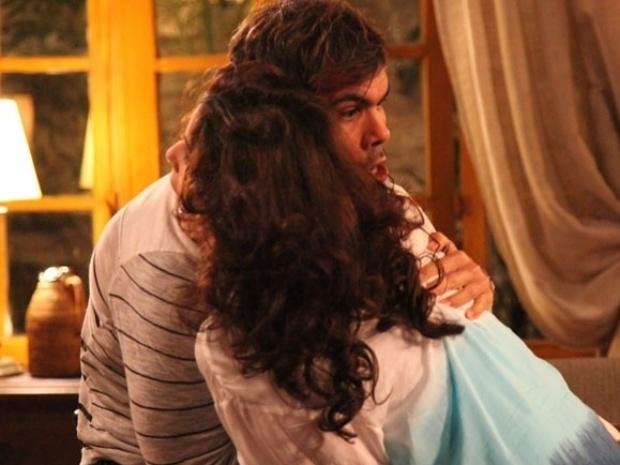 """Em """"Amor à Vida"""", Mariah é assassinada por Ninho ao tentar rasgar a procuração"""