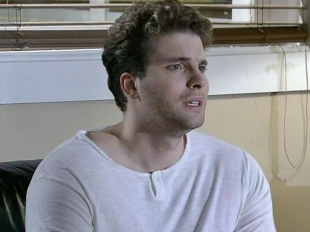 """Em """"Amor à Vida"""", Niko fica desesperado com a possibilidade de perder Fabricio"""