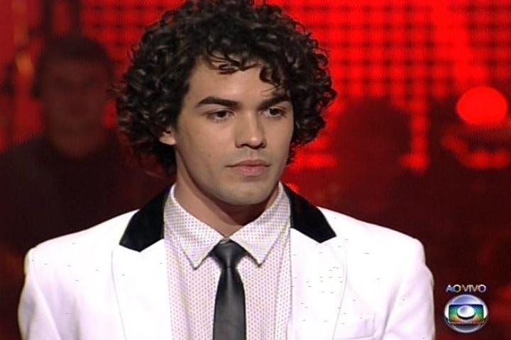 """12.dez.2013 - Apontado como um dos favoritos desde o início do """"The Voice Brasil"""", Sam Alves cantou """"Mirrors"""", de Justin Timberlake"""