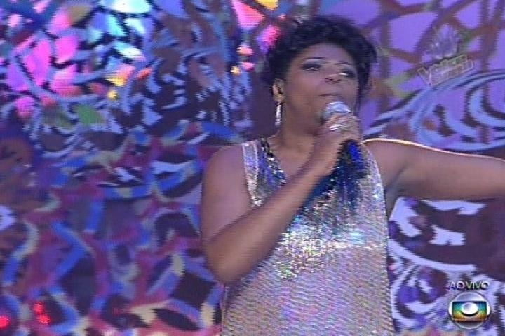 """12.dez.2013 - Cecília Militão cantou """"Balada do Louco"""", dos Mutantes, e continua na disputa"""