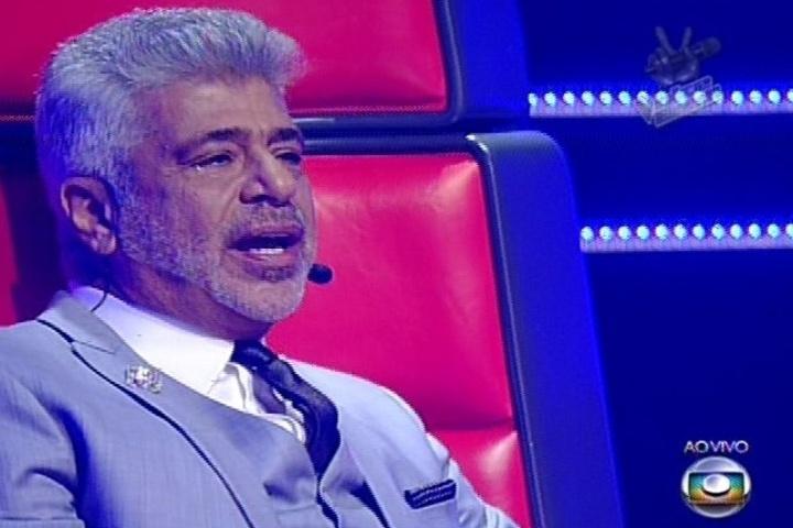 12.dez.2013 - Lulu Santos se emocionou durantes as apresentações do seu time