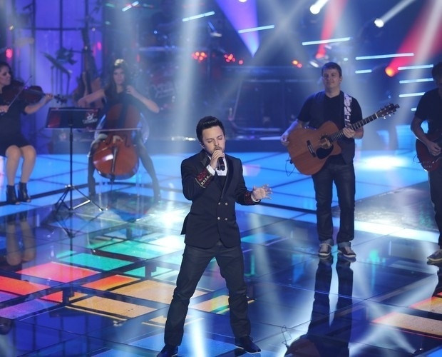 """12.dez.2013 - Rubens Daniel interpretou """"Loucas Horas"""", sucesso de Guilherme Arantes. Ele continua na disputa"""